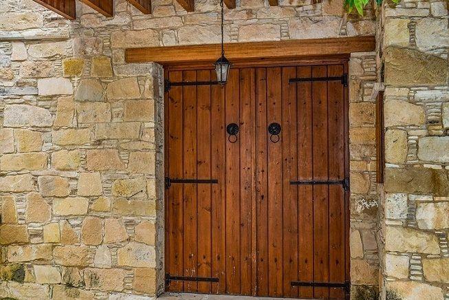 5 tipos de puertas rusticas para interiores que debes for Tipos de puertas de interior
