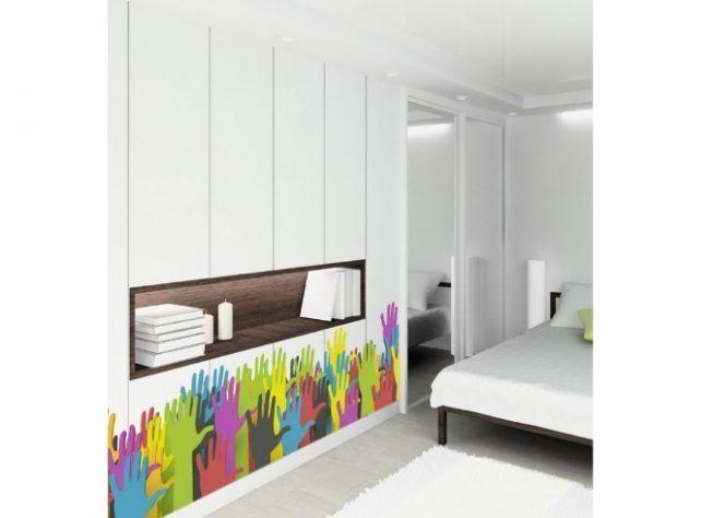 Puerta que simula el color de la pared
