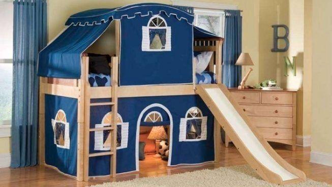 Habitación infantil con casita incluida