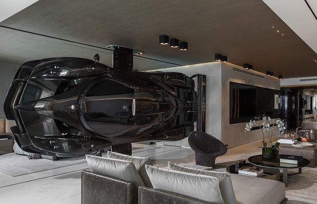 Coche en apartamento de Miami